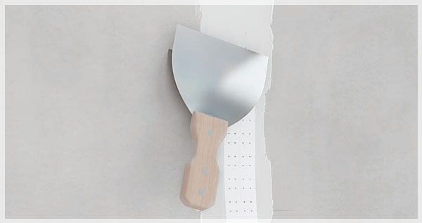 Applying paper tape and pressing it with spatula
